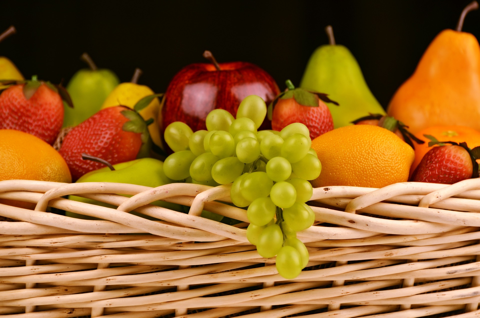 fruit-basket-1114060_1920.jpg